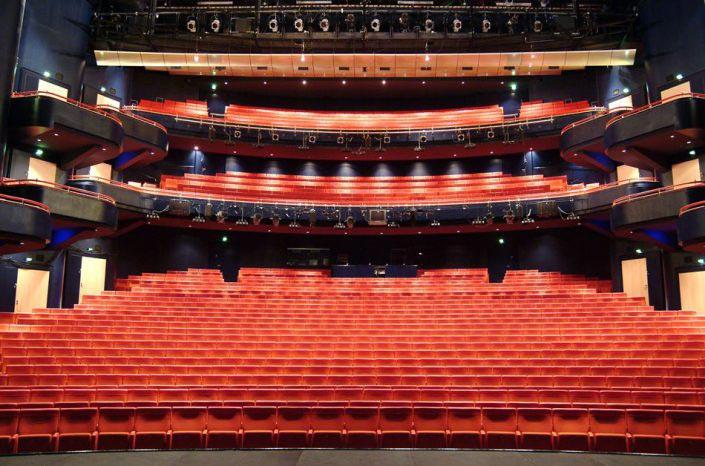 Bild von untern der Tribune von der Musical Theater Bremen © Metropol Theater Bremen