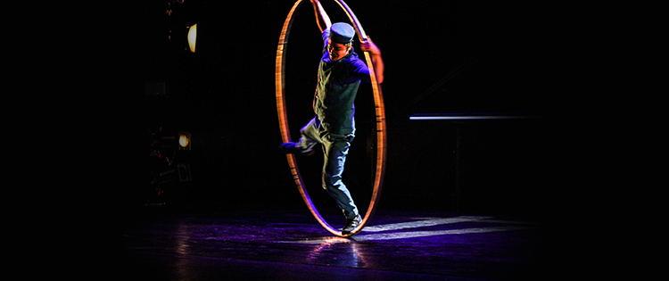 Blogbeitragsbild Cirque Eloize in Bremen 2019