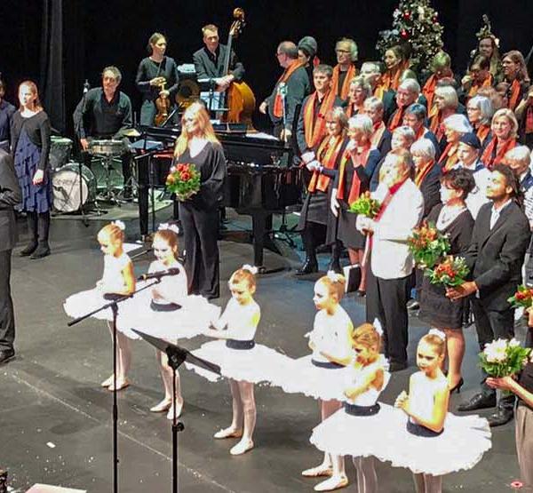 Titelbild Nachbericht 2. Bremer Weihnachtssingen im Metropol Theater Bremen