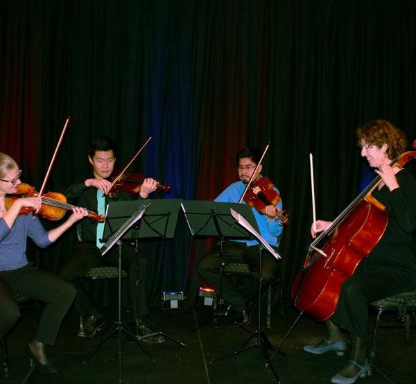 Violine 1 - Karoline Ott, Violine 2 - Yuntao Shi, Viola - Francisco Fernández, Violoncello - Kate Green